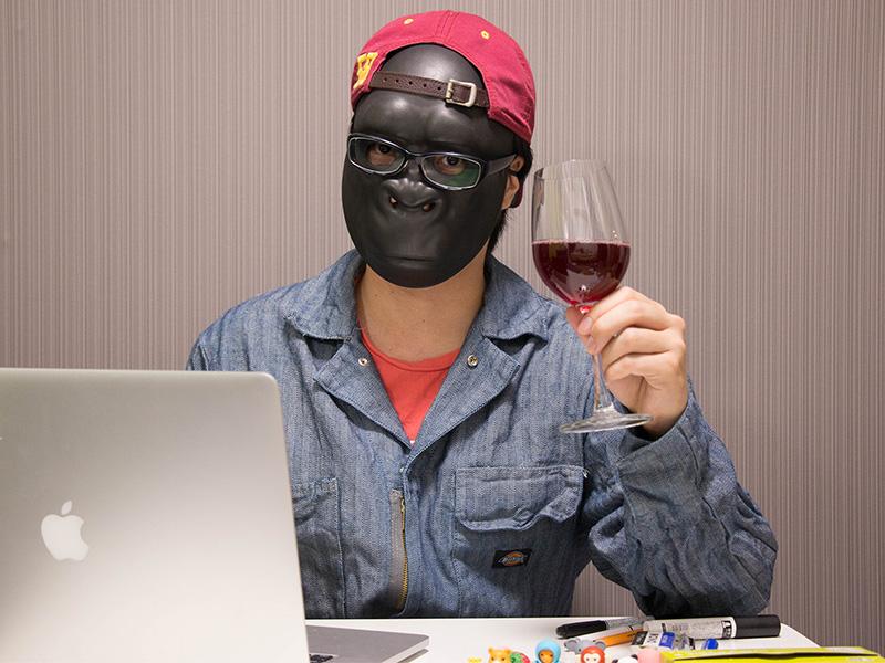 ワイングラスを持つラファエロ